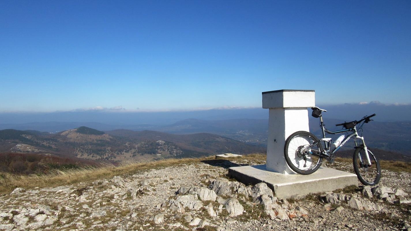 Vrh Slavnika (1028 m)