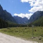 Pot v dolini Krme